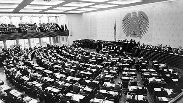 Deutscher Bundestag - Bundestag in Bonn: Pädagogische Akademie und  Bundeshaus