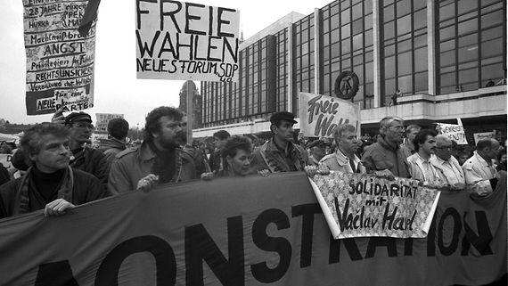 Deutscher Bundestag - Bundestag erinnert an Mauerfall vor 25 Jahren