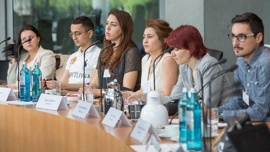 Stipendium Für Frauen deutscher bundestag 116 stipendiaten aus 42 ländern im bundestag