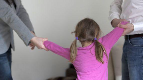Die FDP will, dass Trennungskinder in der Regel abwechselnd von beiden Eltern betreut werden. Die Linke will das nicht zum Regelfall machen.