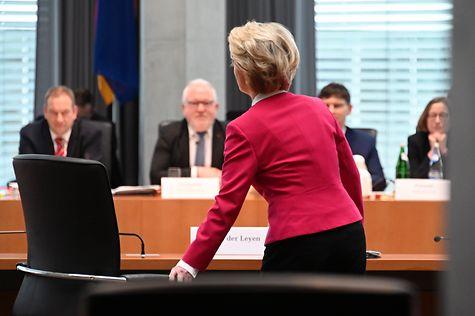 Ex-Verteidigungsministerin von der Leyen mit Koalitionsmehrheit...
